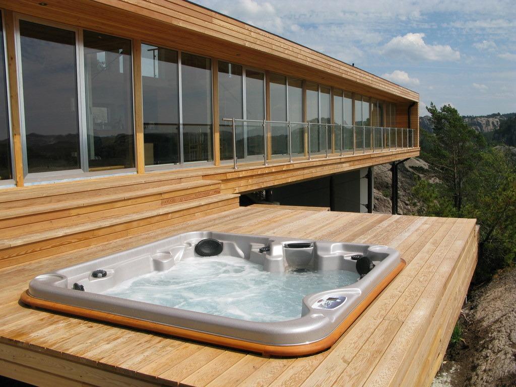 arctic-spas-hot-tub-external-deck